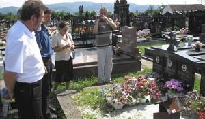 Banja Luka: Delegacija DIC Veritasa odala poštu na Novom groblju i Perduovom groblju, 4.8.2014.