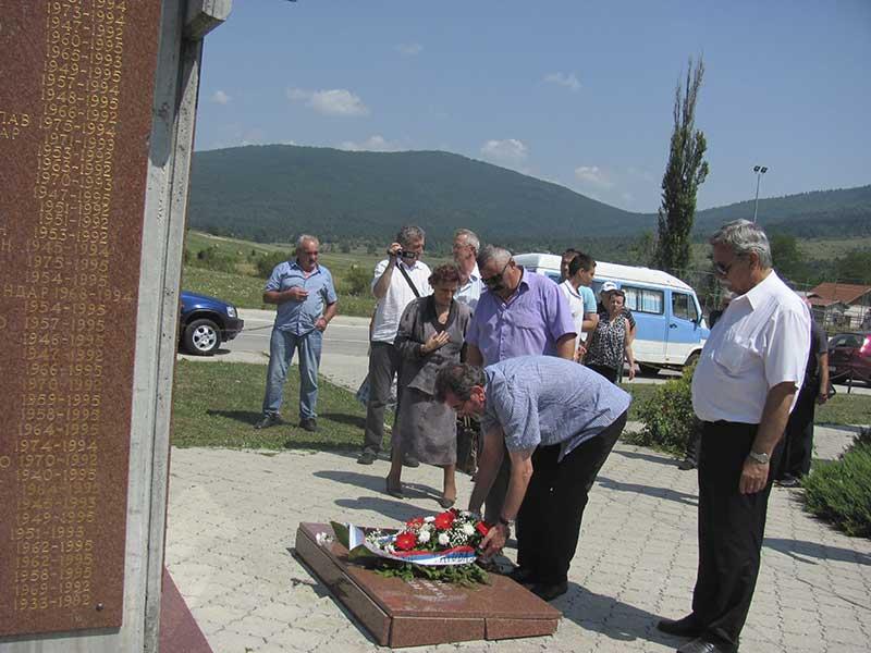 Počast poginulim pripadnicima Vojske Republike Srpske sa područja petrovačke opštine, Drinić, 7.8.2015. Foto: Srna / Milomir Savić