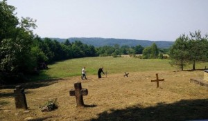 Gornje Selište, groblje i masovna grobnica, avgust 2015. Foto: Privrednik.net