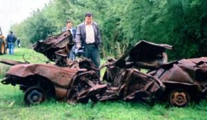 Ostaci automobila ruskih novinara dopisnika Ostankina, Kostajnica, 1991.