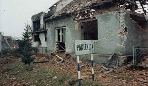 Ulaz u selo Paklenica iz smjera Starog Grabovca, maj 1995. Foto: Ratko Dragović, ZNG