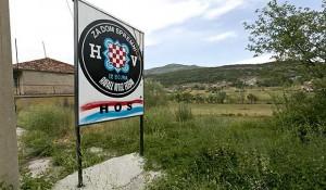 Drniš: Spomen tabla ustaši Rafaelu Bobanu i jedinici HOS iz 1991. Foto: Slobodna Dalmacija
