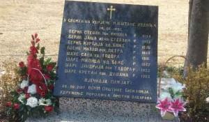 Uzdolje – Knin: Služen parastos za osmoro streljanih i spaljenih mještana u hrvatskoj agresiji na RSK 1995. Foto: MFA.gov.rs