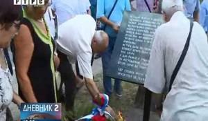 Polaganje vijenaca u Svodni, kraj spomen-krsta Srbima poginulim u hrvatskom bombardovanju izbjegličke kolone 1995. Foto: RTRS, screenshot