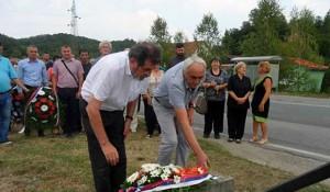 Polaganje vijenaca u Svodni, kraj spomen-krsta Srbima poginulim u hrvatskom bombardovanju izbjegličke kolone 1995. Foto: Glas Srpske / SRNA