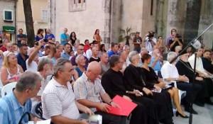 Dan sjećanja na stradanje srpskog naroda obilježen je na Trgu od ćirilice u Herceg Novom Foto: SRNA