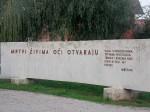 Spomenik žrtvama fašizma u centru sela Jasenovac, 9.9.2017.