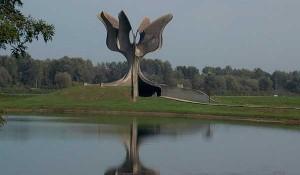 """Memorijalni kompleks Jasenovac, spomenik """"Kameni cvijet"""", 9.9.2017. Foto: Korana Štrbac"""