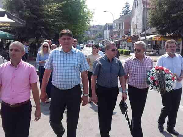 Novi Grad: Polaganje venaca na mostu preko Une, 6.7.2018. Foto: RTRS,SRNA