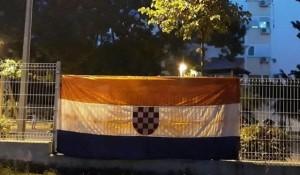 Split: Hrvatska ustaška zastava Ante Pavelića na ogradi igrališta Foto: Slobodna Dalmacija