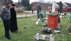 Srušeni spomenik srpskim žrtvama u Karadžićevu, 2015. Foto: ZločiniNadSrbima.com