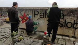 Labin: Nacistički grafiti na spomeniku partizanima Foto: Index.hr, Glas Istre