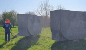 Dudik (Vukovar): Ćišćenje ustaških nacistićkih grafita Foto:Srbi.hr