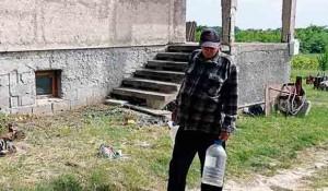 Islam Grčki: Branko Despot, bez struje, vode i krova nad glavom Foto: Srbi.hr
