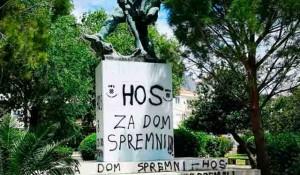 Dugi Rat, skrnavljenje spomenika učesnicima NOB natpisima HOS i ustaškim znakovljem Foto: SRNA