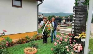 Polaganje venaca na Perduvovom groblju u Banja Luci, 6.8.2020. Foto: DIC Veritas