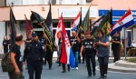 """Knin: Policija neće prijaviti HOS-ovce koji su u Kninu vikali """"Za dom spremni"""", 5.8.2020. Foto: Index.hr"""