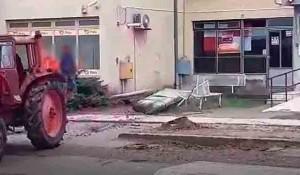 Vukovar, Komletinci: Rušenje partizanskog spomenika Foto: screenshot