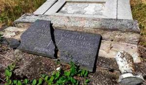 Nova Gradiška: Oskrnavljeno groblje u Kovačevcu Foto: Portal Novosti